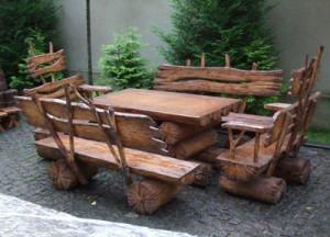 Стол и стул из дерева